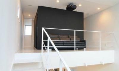 2階の中央ブース|I邸・リビング階段に囲まれた吹抜けのプライベート空間