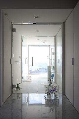 鶴岡N邸の写真 玄関に入ってすぐの眺め