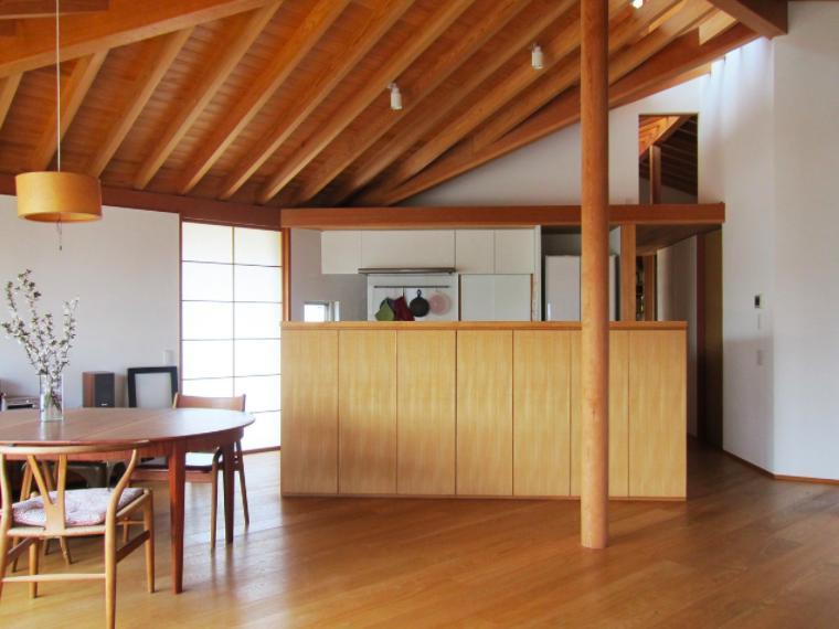 宮田恵実「I-house・RC+木造の大屋根の家」