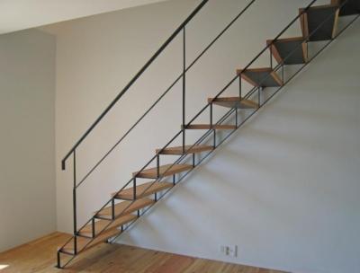 Apartment-Fu・路地状敷地の長屋建て集合住宅 (階段1)