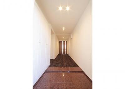 玄関 (北区 優雅な空気が包み込む、気品漂う居心地の良い寛ぎ空間)