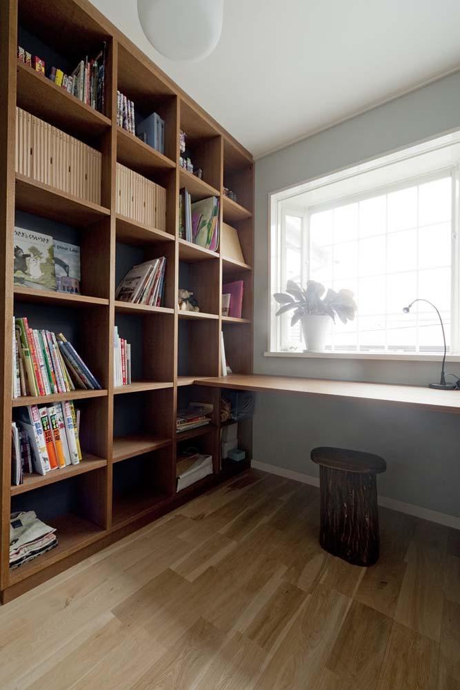 兵庫県M邸の写真 壁面造作棚・造作デスクの書斎