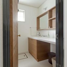 兵庫県M邸 (タイル x 木材のナチュラルテイストな洗面スペース)