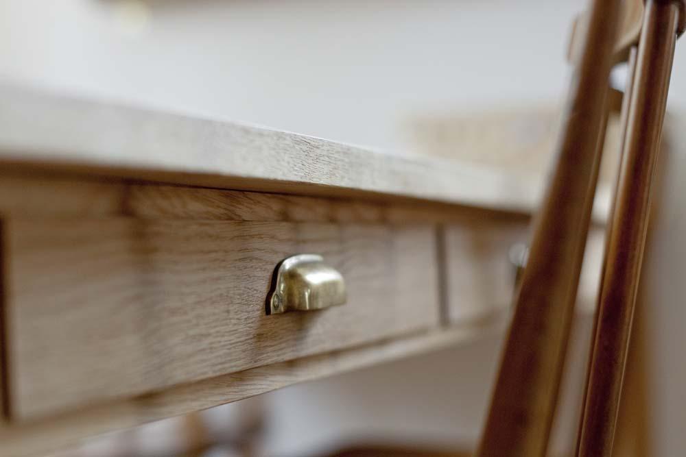 兵庫県M邸の写真 ダイニングテーブルの引き出し(取っ手)