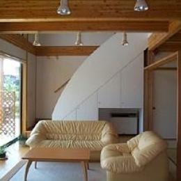 明るいリビング (八幡の家)
