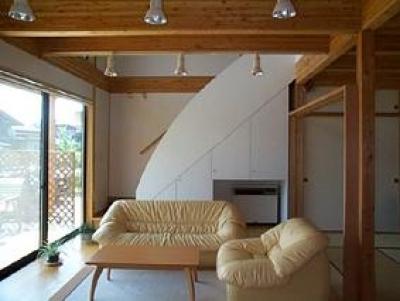 八幡の家 (明るいリビング)