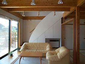 八幡の家の写真 明るいリビング