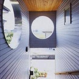 長倉の家 (玄関ポーチより階段を見下ろす)