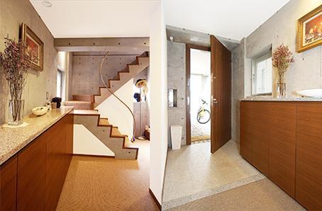 中根S邸新築工事・トップライトのある家の部屋 明るい玄関