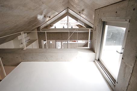 世田谷U邸新築工事・コンクリート打ち放しの家の部屋 ロフト