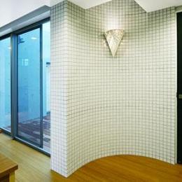 大田区Y邸新築工事・コートハウス(中庭)のある家 (階段ホール)