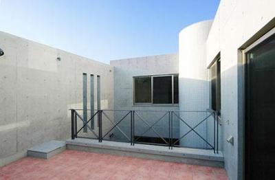 大田区Y邸新築工事・コートハウス(中庭)のある家 (2階中庭)