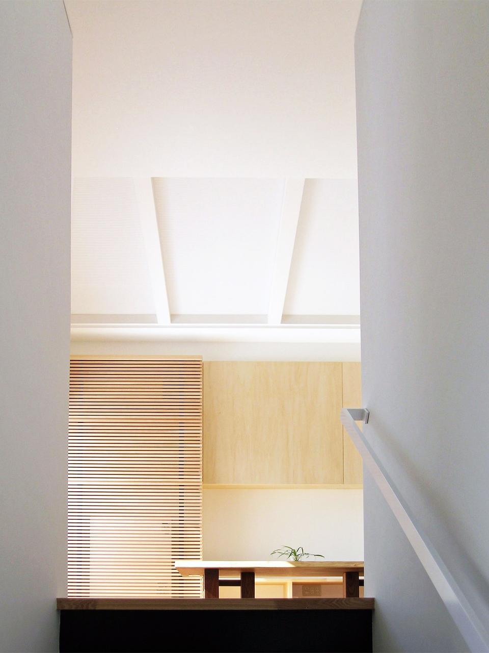 ボックスパズルの家の部屋 階段からリビングを見る