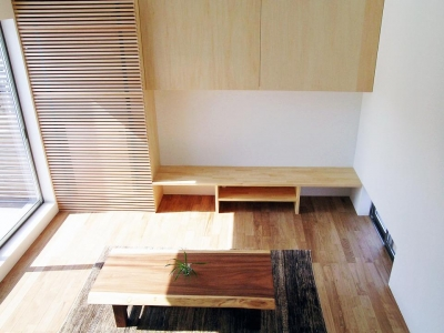 ボックスパズルの家 (木の温もり感じるリビング)