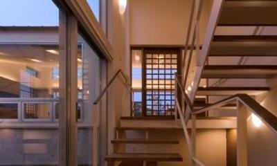 津のコートハウス (階段室)