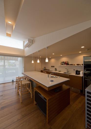 津のコートハウスの部屋 アイランドキッチン