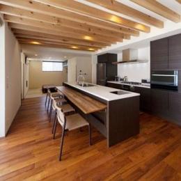 キッチン奥には畳スペース