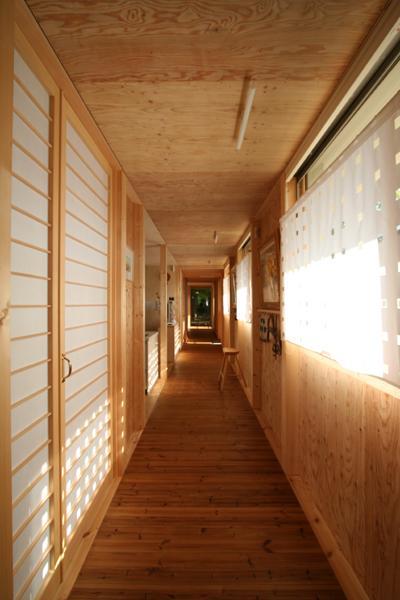 円山のPASSAGEの部屋 外回廊と並行する廊下