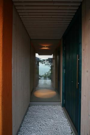 海の崖っぷちのSOHOの部屋 玄関アプローチ