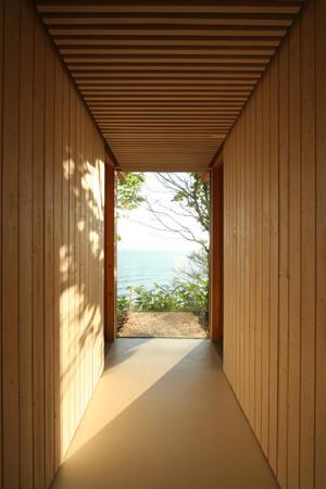 海の崖っぷちのSOHOの部屋 廊下