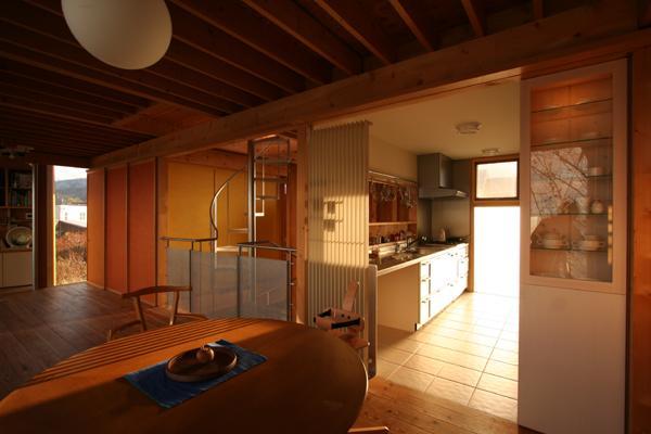 海の崖っぷちのSOHOの部屋 ダイニングとキッチン