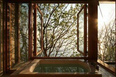 浴室-両開戸 (海の崖っぷちのSOHO)