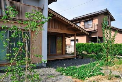安曇野の家2 (半屋外デッキと植栽)