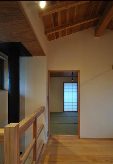 安曇野の家2の写真 2階多目的ホールより寝室を見る