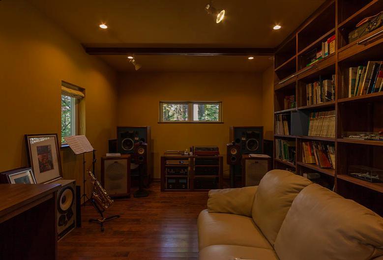 蓼科の家の部屋 書斎兼オーディオルーム