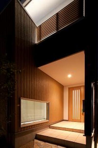 玄関ポーチ (TARAGAの家)