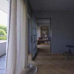 星ヶ丘のリノベーション (リビングより寝室を見る(撮影:多田ユウコ写真事務所))