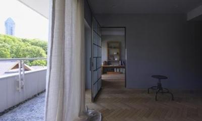 リビングより寝室を見る(撮影:多田ユウコ写真事務所)|星ヶ丘のリノベーション