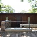 大きな栗の木の下の家の写真 外観1