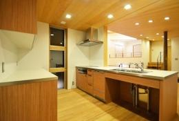 大きな栗の木の下の家 (1.5階キッチン)