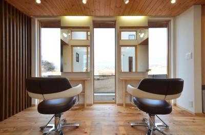 美容室と光庭の家 (美容室カットスペース)