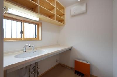 美容室バックヤード (美容室と光庭の家)