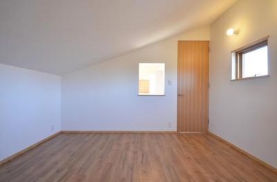 個室 (美容室と光庭の家)