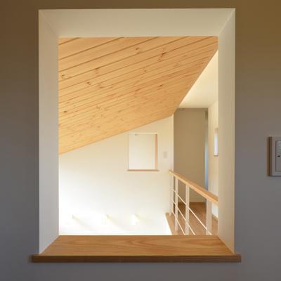美容室と光庭の家の部屋 吹き抜け小窓