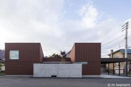 HOUSE sky 〜2つ屋根の家〜 (外観1(撮影:m iwanami))