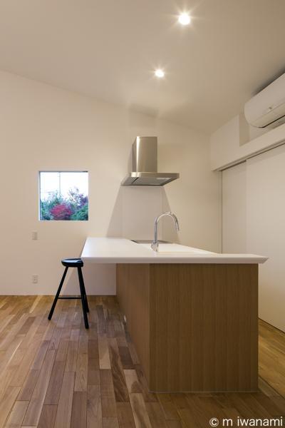 キッチン(撮影:m iwanami) (HOUSE sky 〜2つ屋根の家〜)