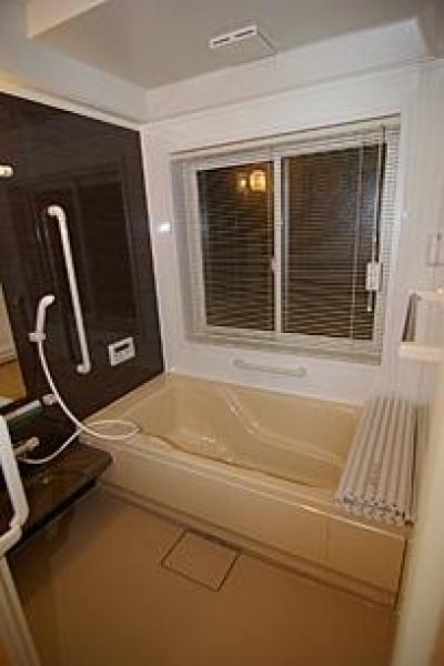 浴室 (4人と1匹の日向ぼっこ)