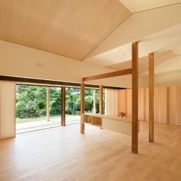 稲美町の離れ DETACHED ROOM in Inami (リビングよりデッキを見る)