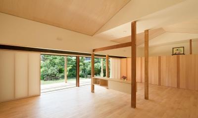 リビングよりデッキを見る 稲美町の離れ DETACHED ROOM in Inami