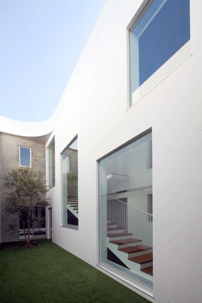 Tender concreteの部屋 中庭(撮影:杉野圭建)