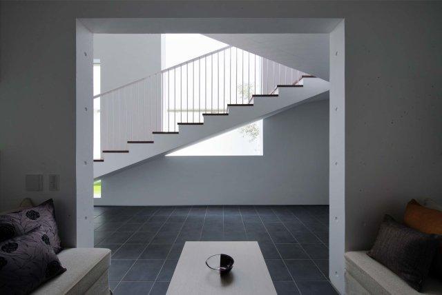 Tender concreteの写真 客間より階段を見る(撮影:杉野圭建)