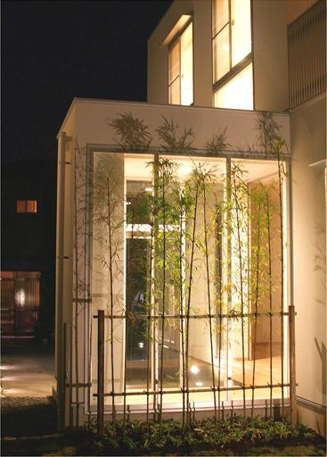 安東の家2(勝又邸)の部屋 ガラスボックスの玄関-夜景