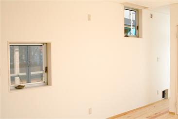 安東の家2(勝又邸)の部屋 ポツ窓