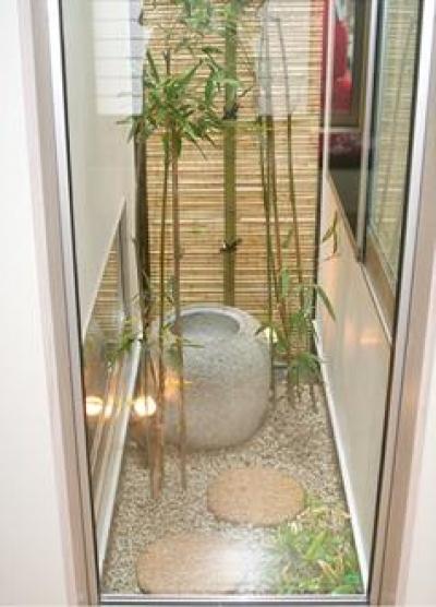 竹のスクリーンがある庭 (安東の家2(勝又邸))