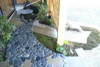 木格子の家の部屋 中庭