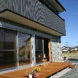 木格子の家 (ウッドデッキテラス)